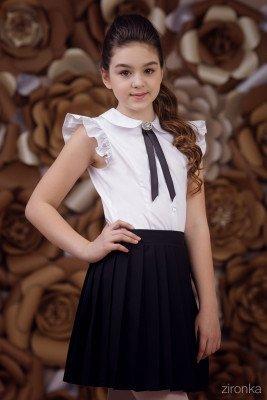 Блузка для девочки с крылышками и брошью