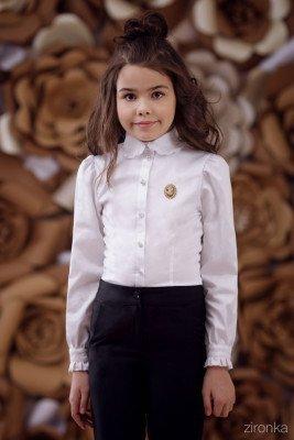 Блузка классическая с длинным рукавом и брошью